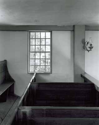 113t_walpole_window_pews_lamp